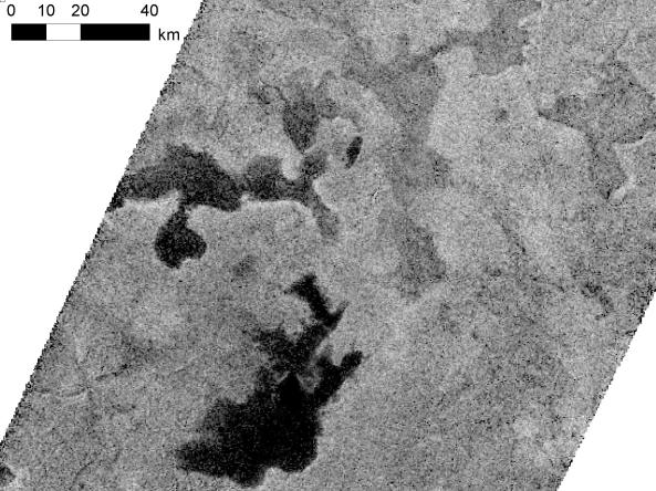 Las ondas de radio se reflejan de diferente manera en un lago de Titán
